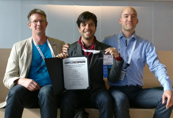 Frank won the first price at the high-field study group in Montreal at ISMRM 2019. Here with his supervisor (Alard, right) and Co-supervisor (Bene, left)